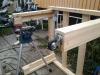 Byg et mobilt arbejdsbord til skuret - Møbelhjulene er skruet på