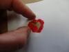 Hjemmelavet julekort, med en lille gave - Der duppes forsigtigt gennem skabelonen