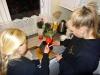 Kandiserede æbler - dejlig slik - Matilde og Nikoline kommer et ordentlig lag sukker på deres æbler