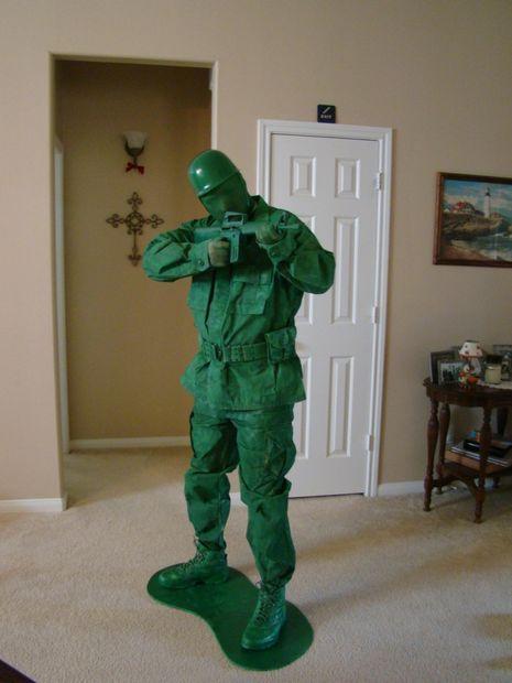 Udklædning til Fastelavn - Sjove kostumer En legetøjssoldat i grøn