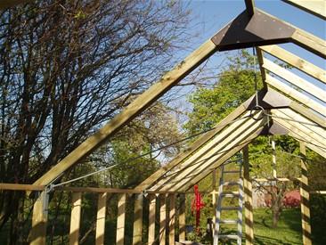Se hvordan man bygger et superflot trædrivhus - www.traedrivhuset.dk