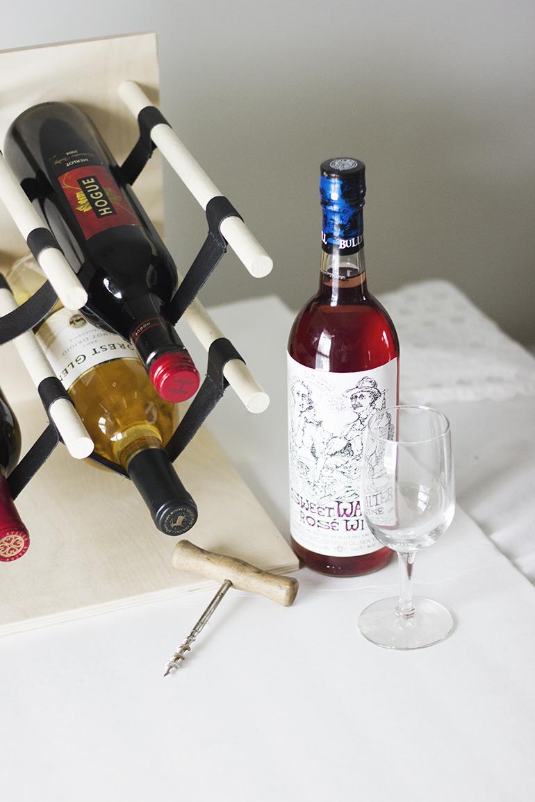 Byg en flot vinreol i skandinavisk design look for Flaschenregal schmal