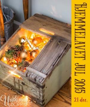 hjemmelavet julehygge – en kasse med julekugler