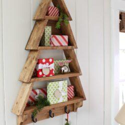 Adventsgaver i hjemmebygget juletræ